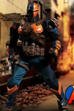 Mezco 1:12 Collective DC DEATHSTROKE Action Figure.