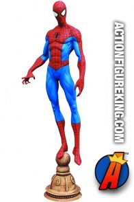 Diamond Select Toys MARVEL Gallery 9-inch scale SPIDER-MAN PVC Figure.