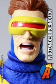 Marvel Famous Cover Series 8 inch Cyclops action figure with removable fabric outfit from Toybiz.
