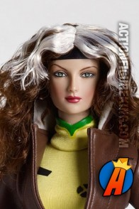From the pages of the X-Men comes this 16-inch Tonner Dressed Rogue figure.