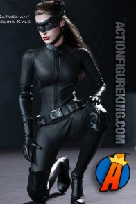 Hot Toys and Sideshow Collectibles present this sixth-scale Selina Kyle/Catwoman action figure.