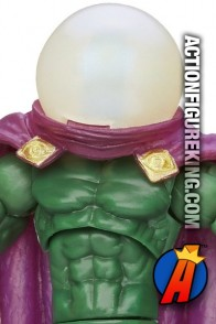 From the pages of Spider-Man comes this Marvel Universe 3.75-inch Mysterio action figure.