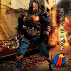 Mezco 1:12 Collective DC DEATHSTROKE Action Figure.