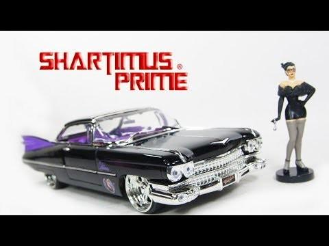Dc Comics Bombshells Catwoman /& 1959 Cadillac Die-cast Car 124 Scale Vehicle /&